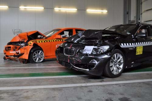 2011 BMW 5 Series crash test