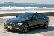 BMW 750Li сбоку