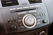 Mazda 3 2010 ближе радио