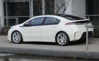 Opel Ampera сбоку
