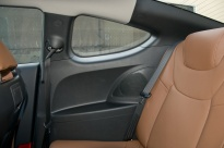Hyundai_Genesis_Coupe_back_seats