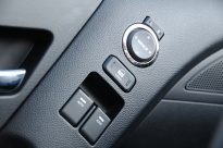 Hyundai_Genesis_Coupe_door_controls
