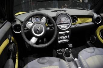 Внутри Mini Copper S Convertible 2009