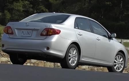 Вид сзади Toyota Corolla