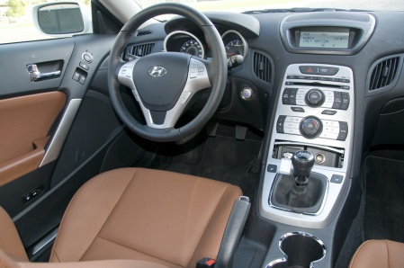 Hyundai_Genesis_Coupe_driver_seat