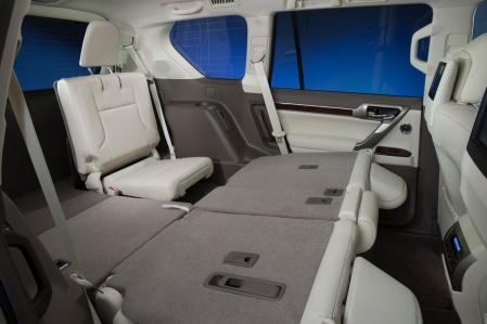 Lexus GX460 2010 задние сидения