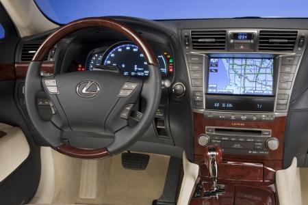 2010 Lexus LS 600h L салон