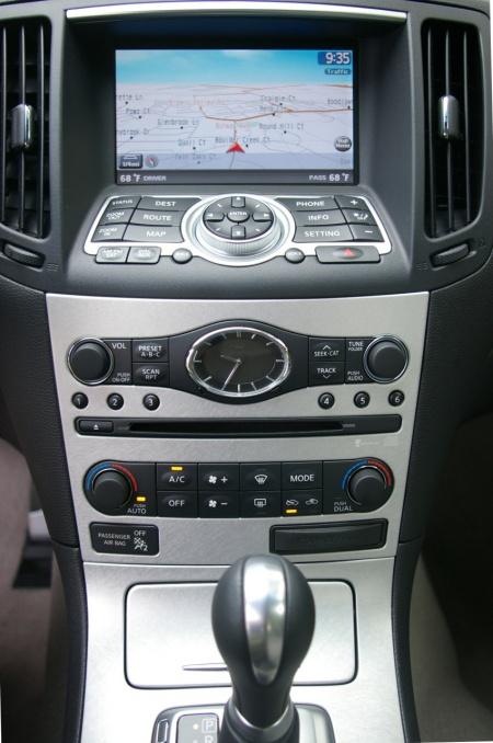 Infiniti G37 sedan 2009 центральная консоль