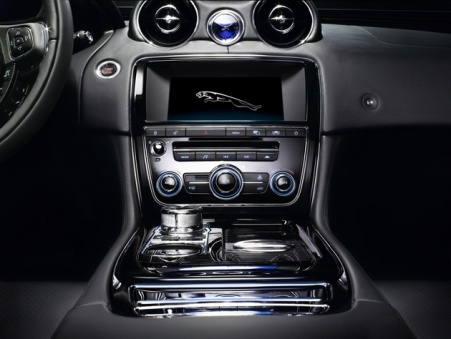 Jaguar XJ dual view console screen system