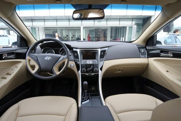 Hyundai Sonata 2010 interior