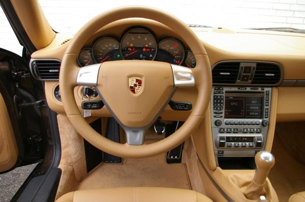 Интерьер Porsche Carrera 911