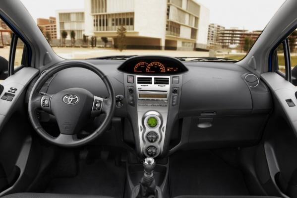 2010 Toyota Yaris салон