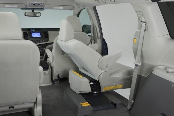 2011 Toyota Sienna auto access seat