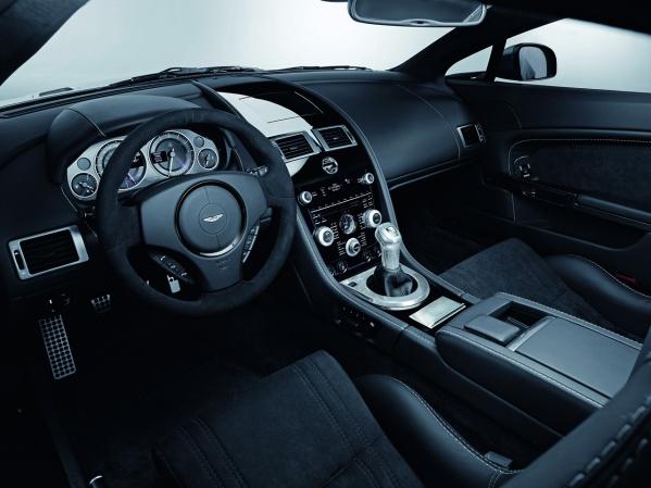 Aston Martin V12 Vantage DBS Carbon Black Edition салон