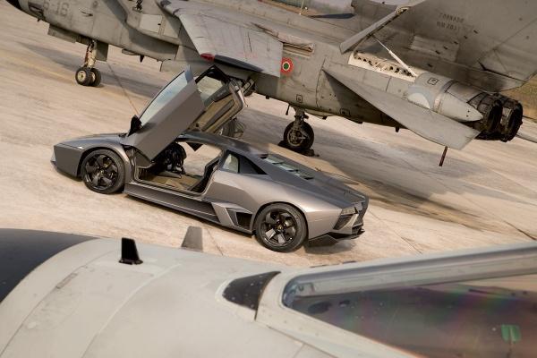 Lamborghini Reventon vs Panavia Tornado JetFighter