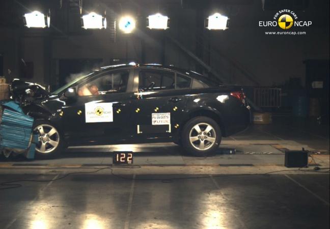 Chevrolet Cruze front crash