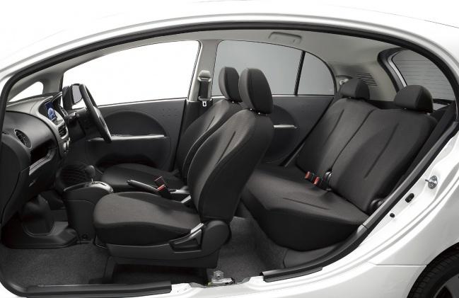 Салон электромобиля Mitsubishi i-MiEV