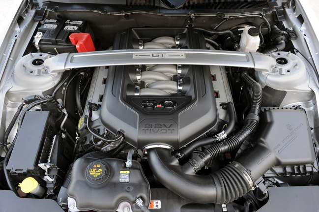 Ford Mustang GT 2010 engine