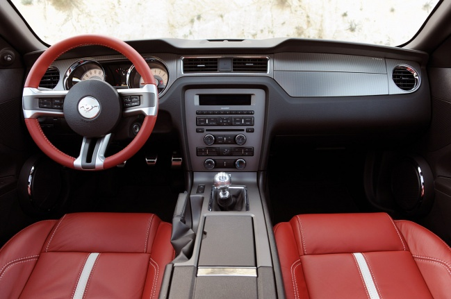 Ford Mustang GT 2010 interior