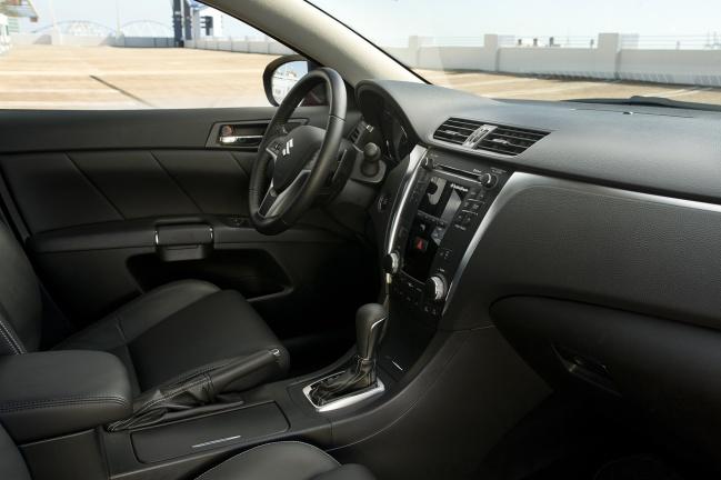 Suzuki Kizashi Sport interior