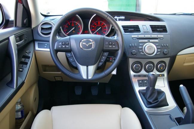 Интерьер Mazda3 2009