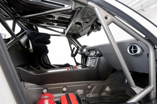 Интерьер Mercedes SLS AMG GT3 (ключи зажигания в потолке)