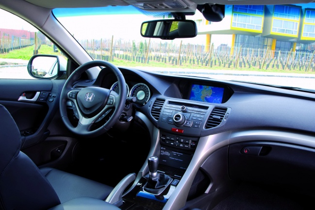 Honda Accord Tourer interior