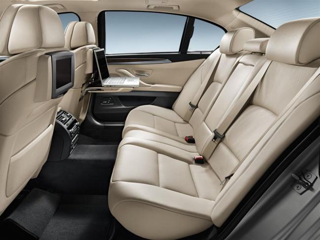 Интерьер седана 5-Series 2011 с длинной колесной базой