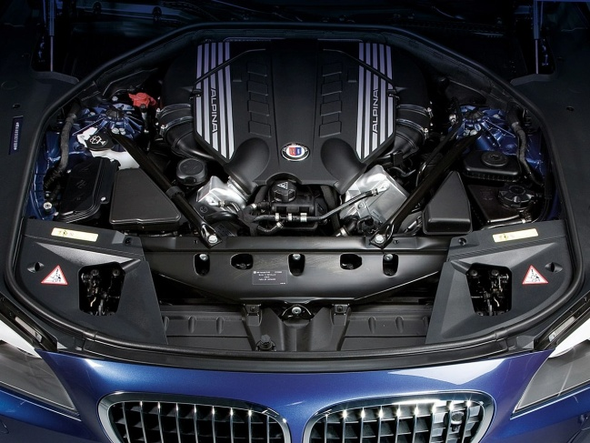 BMW Alpina B7 Biturbo Allrad engine