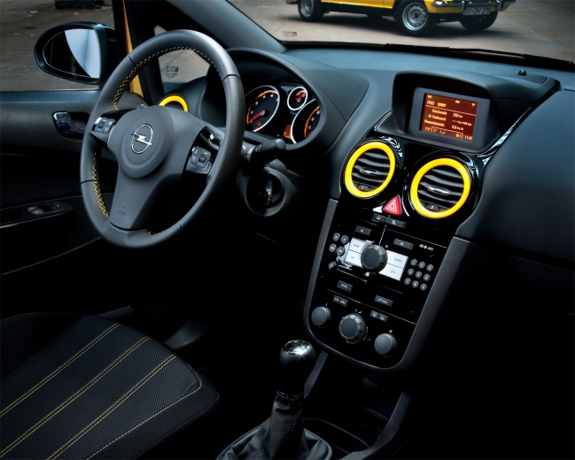Opel Corsa color race edition 2010 interior