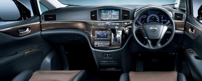2011 Nissan Elgrand (E52)