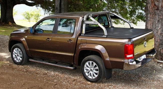 Вид сзади на Volkswagen Amarok