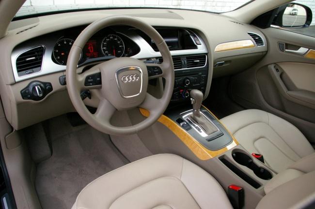 Audi A4 Avant 2009 - водительское место