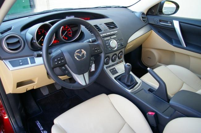 Водительское место Mazda3