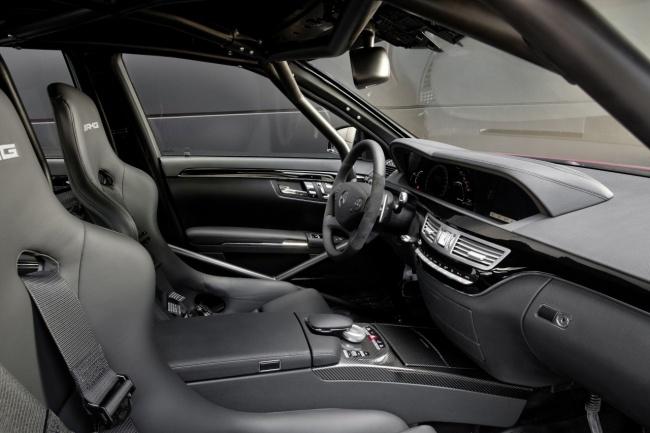 Mercedes-Benz S63 AMG 2011 interior