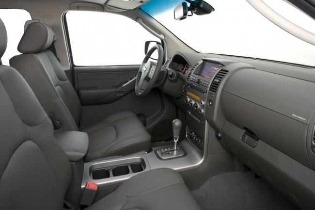 Nissan Pathfinder/Navara 2011 interior