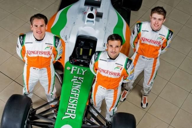 Пилоты Force India на фоне нового болида