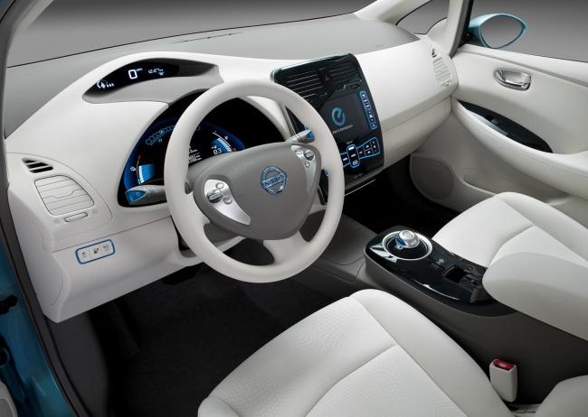 Началось производство электромобиля Nissan Leaf
