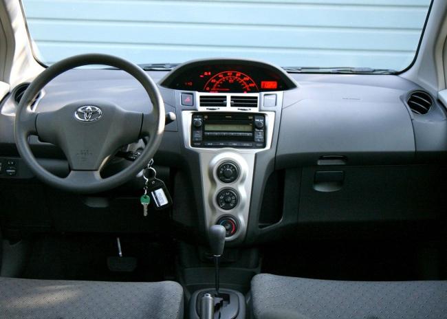 Как снять фару и заменить лампочку Toyota Yaris P1, фото ...