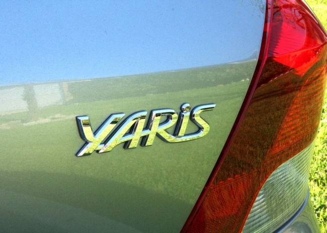yaris Yaris Logo