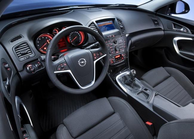 Приборная панель Opel Insignia