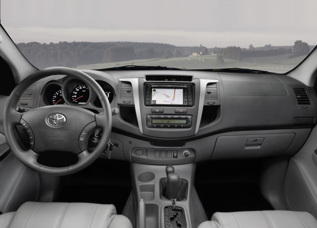 Стартовали российские продажи пикапа Toyota Hilux