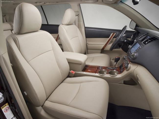 Начались российские продажи обновленного Toyota Highlander