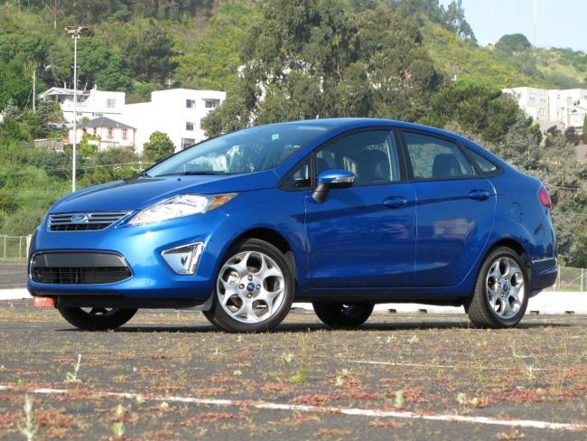 2011 Ford Fiesta sedan front view