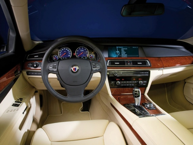 BMW Alpina B7 Biturbo Allrad interior