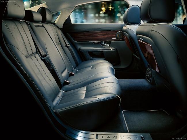 Задний ряд сидений Jaguar XJ Sentinel