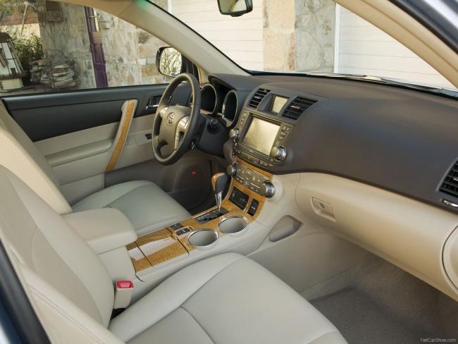 Приборная панель обновленного Toyota Highlander