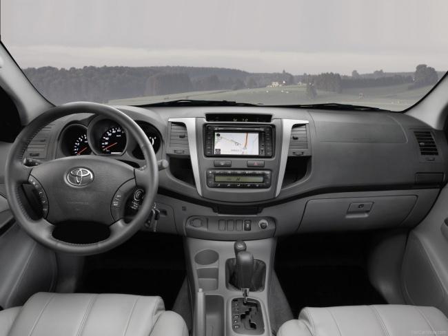 Панель приборов пикапа Toyota Hilux