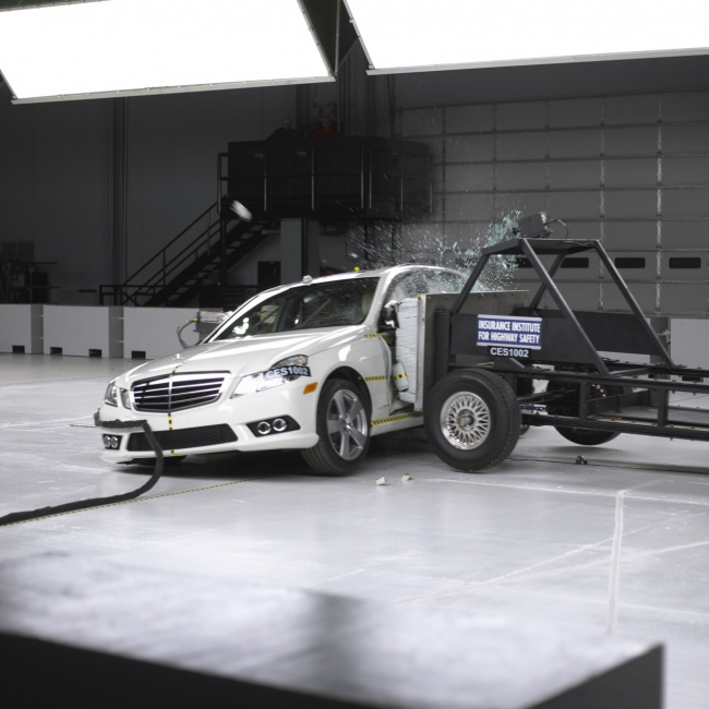 2010 Mercedes-Benz E-Class Crash Test