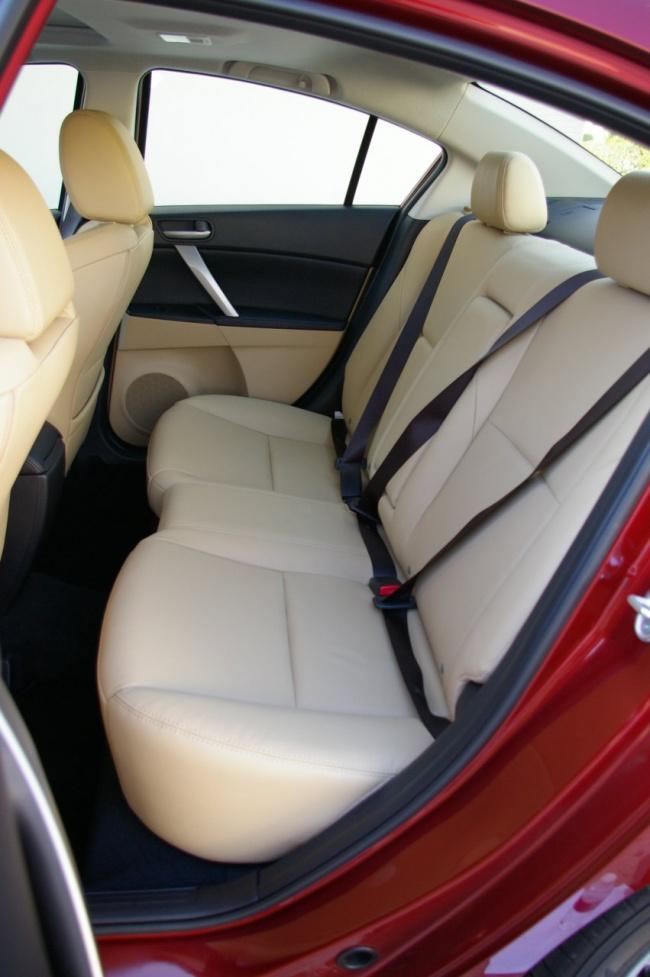 Задние сидения Mazda3 2009